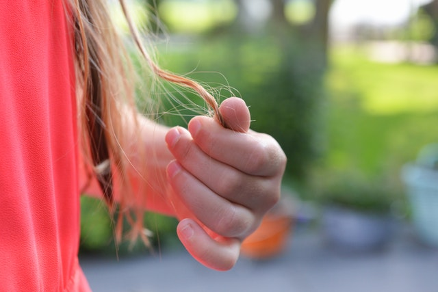 What can cause child hair loss?