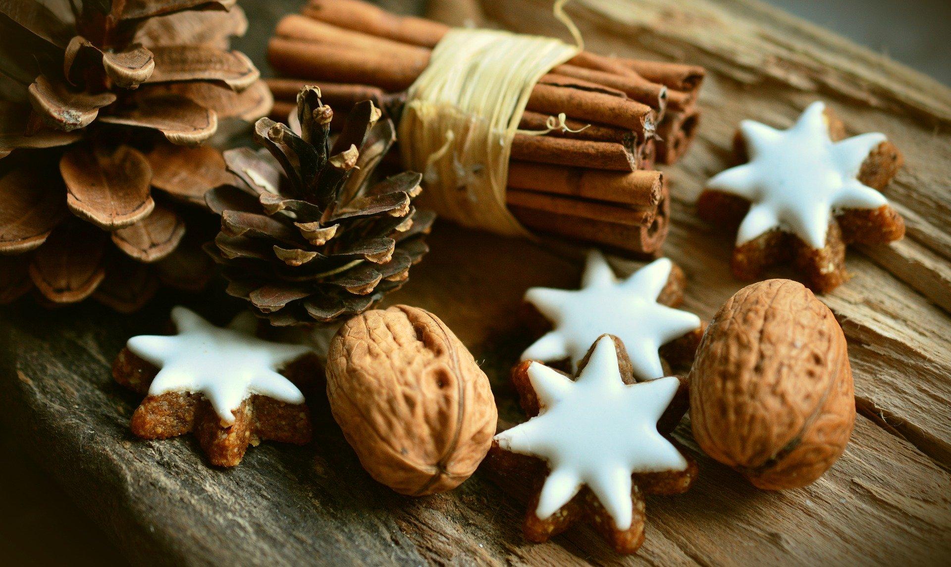 cinnamon stars 2991174 1920